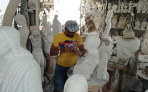 florence car transfer with stopover in carrara marble workshop